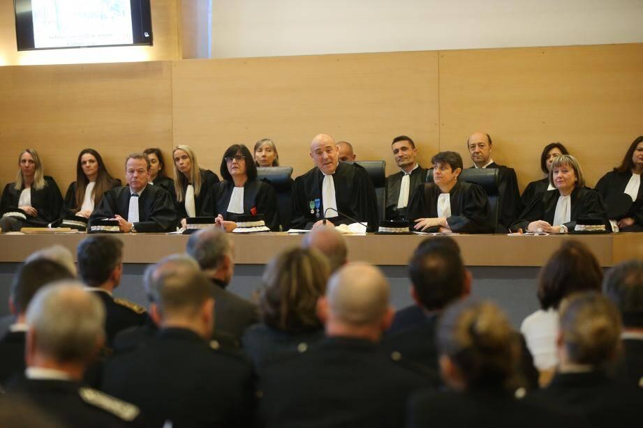 Michaël Janas (au centre) est revenu sur le rôle de pacificateur social incarné par les juges, greffiers et personnels de justice.