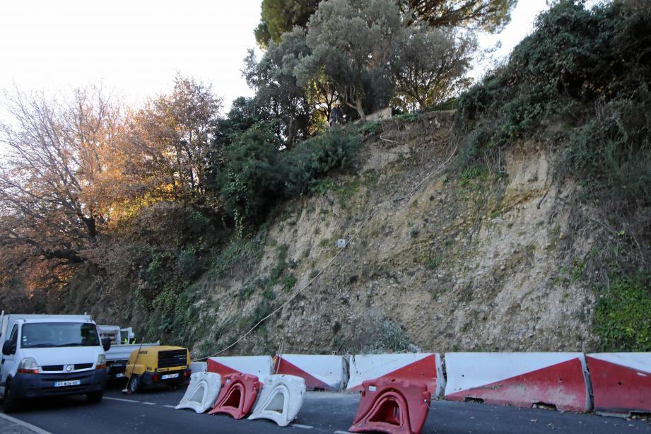 Le mur au-dessus du vide va être repris et la paroi renforcée par du béton projeté.