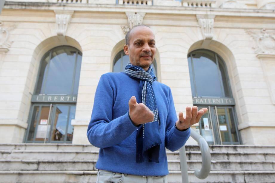 Sassi Ayeb, 57 ans, n'a plus d'emploi, pas de ressources, pas de toit.