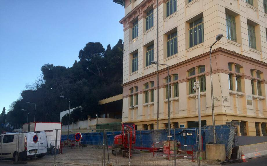 L'établissement se trouve actuellement au cœur des travaux du futur tramway, dans le Vieux-Nice