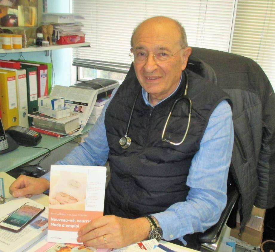 Le Docteur Azerad est un passionné. Pas question pour lui de partir en retraite.