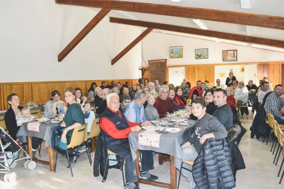 Après le discours du maire, Murielle Molinari, les Tournefortois ont partagé la galette des Rois.(DR)