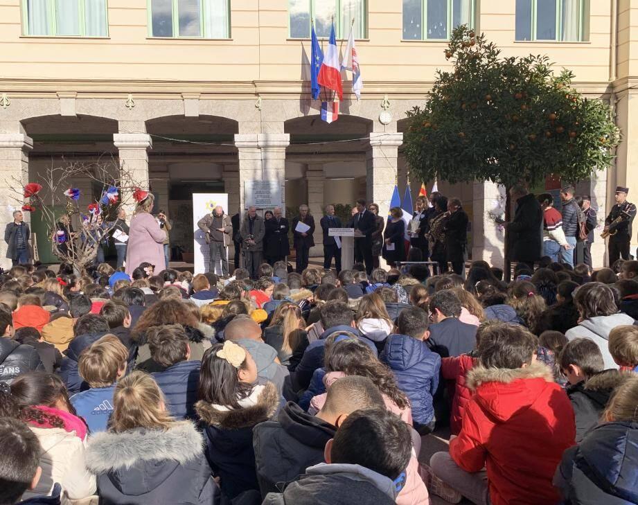 Hier matin dans la cour de l'école des Baumettes en présence, notamment, du maire.