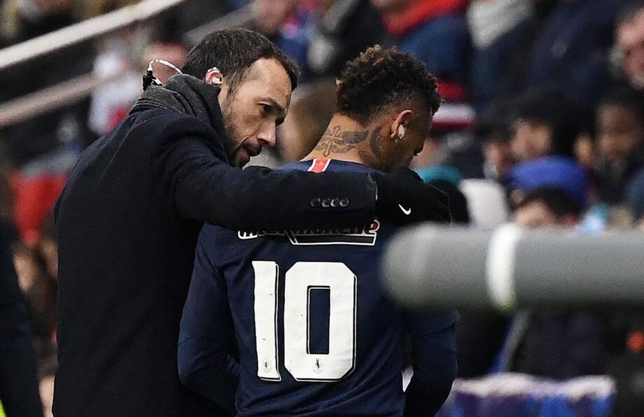 Sorti sur blessure mercredi dernier en Coupe de France, Neymar sera absent au moins 45 jours.(AFP)