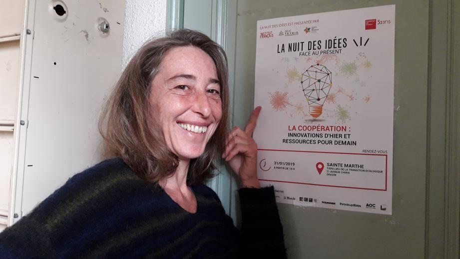 Carole Goffart, bénévole sur divers projets à Tetris et notamment sur le jardin des connexions, jardin participatif ouvert à tous sur le site de la SCIC Tetris.