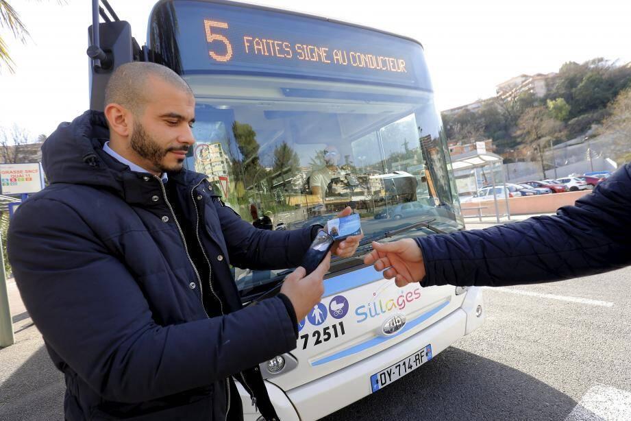 Dès ce vendredi, les avertissements vont se multiplier. Une phase pédagogique, puis une plus répressive avec une amende de 45 euros en cas d'absence de titre de transport.