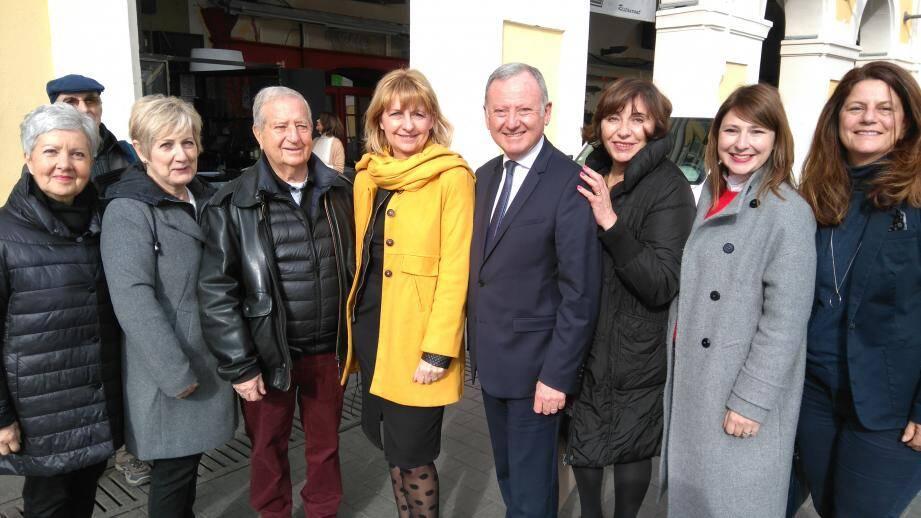 Rudy Salles, entouré de quelques-uns des élus du parti Les Centristes du département, dont la maire de Vence Catherine Le Lan (veste moutarde).