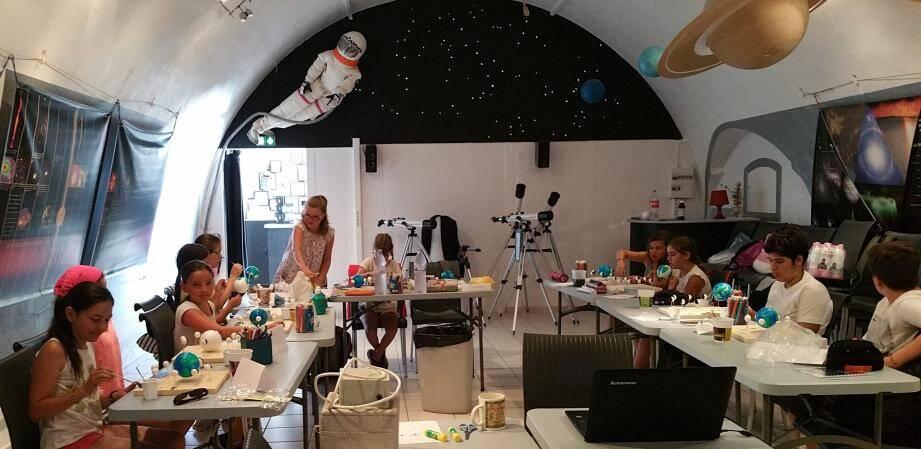 Tout un tas d'activités sont à portée de main des enfants et adolescents. Direction l'Astrorama pour avoir la tête dans les étoiles.
