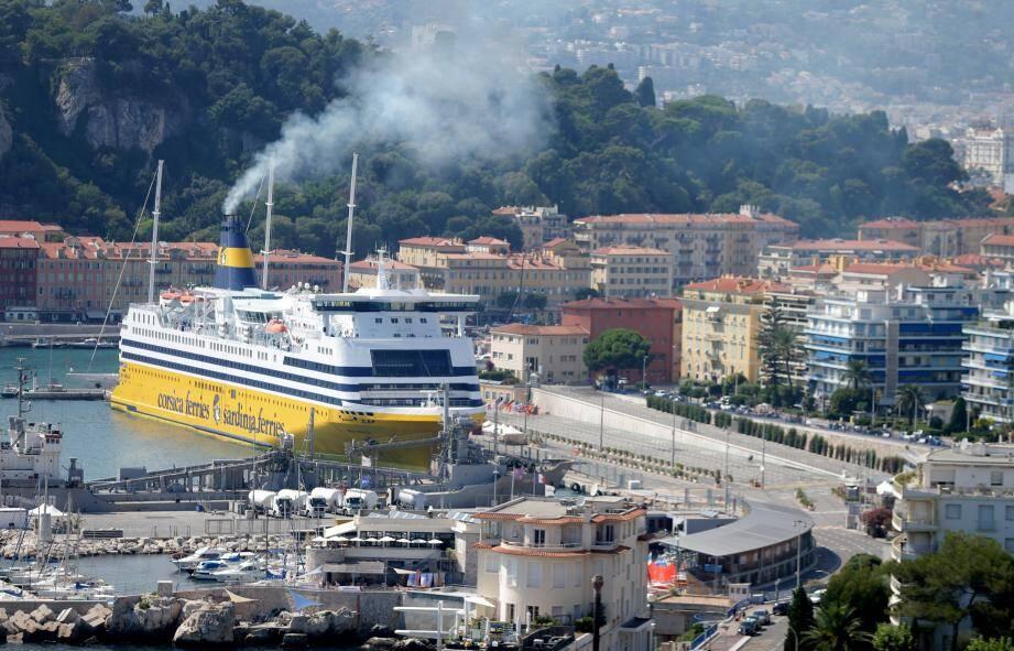 La réduction des seuils de pollution de tous les navires est l'un des objectifs.
