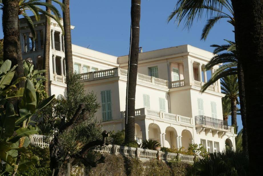 Conçue d'après les plans de l'architecte Charles Garnia, la villa Maria Serena a été cédée à la Ville en 1922 par son dernier propriétaire, Henry Konig.