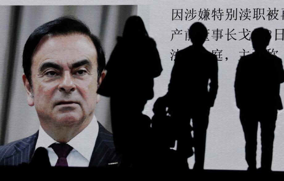 L'audition de Carlos Ghosn devant la Cour de Tokyo projeté sur des écrans géants dans les rues de la ville.