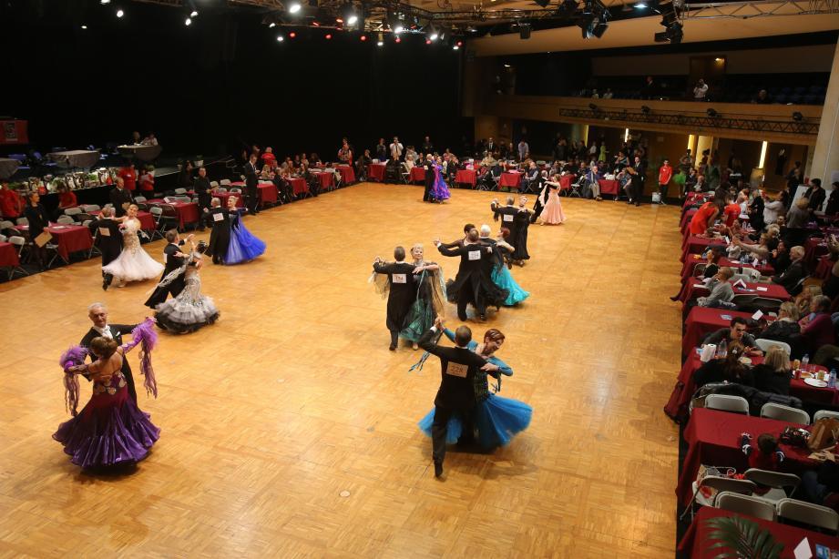 Geste précis et tenues impeccables : dans la compétition de danse sportive, rien n'est laissé au hasard.