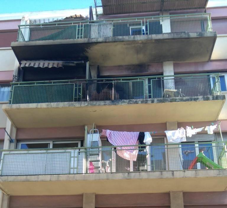 L'incendie a pris sur le balcon d'un appartement au troisième étage.