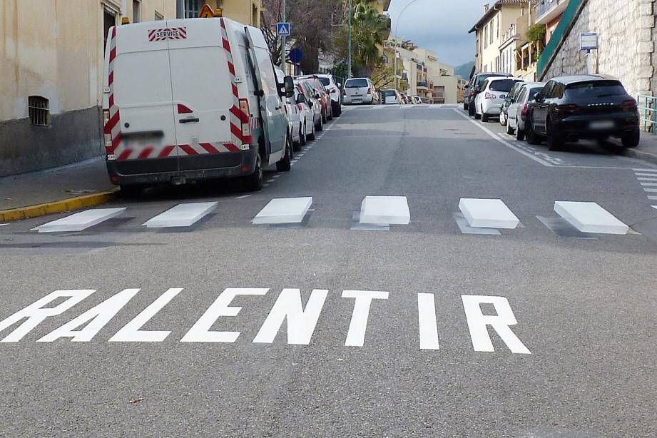 Ce passage piéton en 3D vient d'être réalisé rue du Lieutenant-Bosano afin d'inciter les usagers de la route à la vigilance. L'expérimentation va durer jusqu'en janvier 2020.