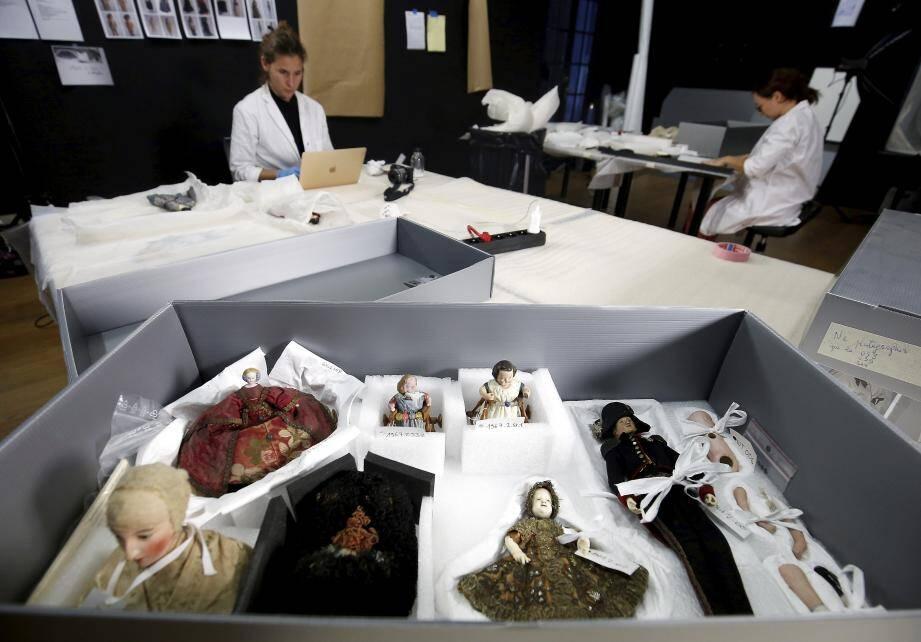 A la villa Sauber, les salles d'exposition ont été temporairement transformées en atelier pour faire un état des lieux des collections du musée.