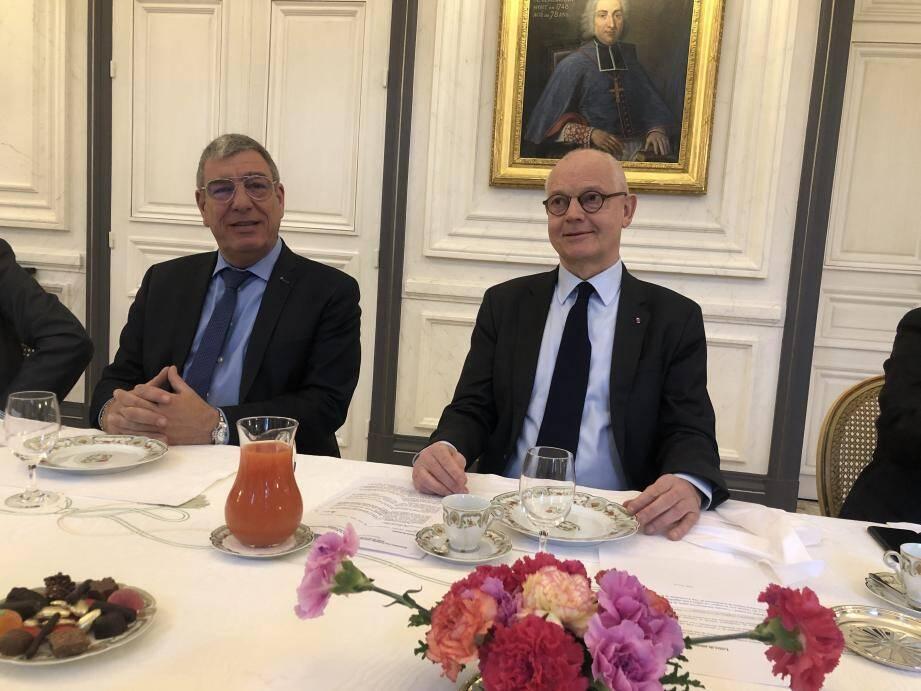 Albert Croesi, conseiller interministériel en charge du cadre de vie et des relations avec les usagers et Serge Telle, ministre d'État.