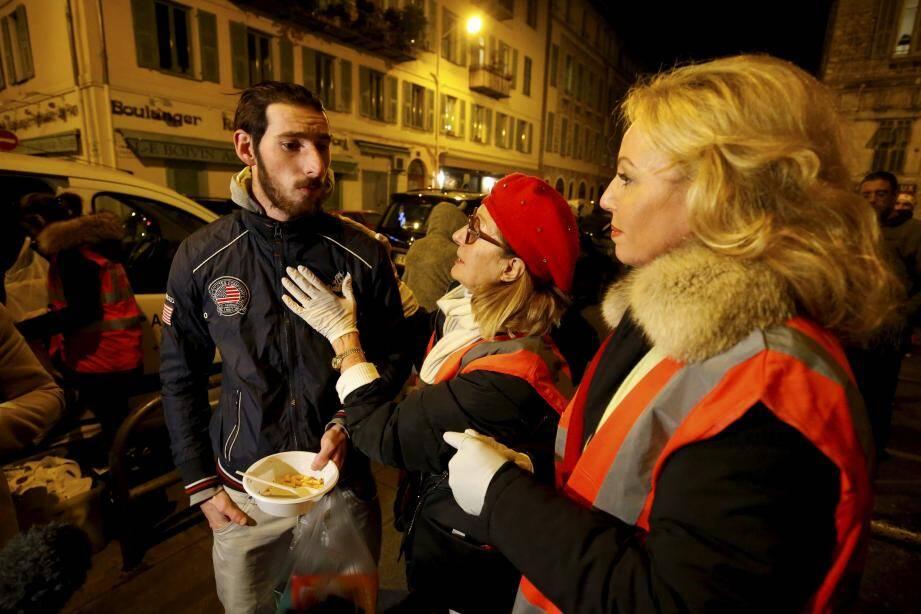 Au-delà des maraudes, l'association des « Anges gardiens de Monaco » vient en aide aux plus démunis en réglant des loyers, des factures ou même des nuits d'hôtel.