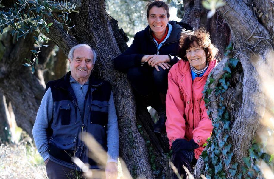Daniel Vuillon et son épouse Denise ont fondé la première Amap de France en 2001.Leur fille Agnès, se prépare avec son neveu Émile,à prendre la suite.