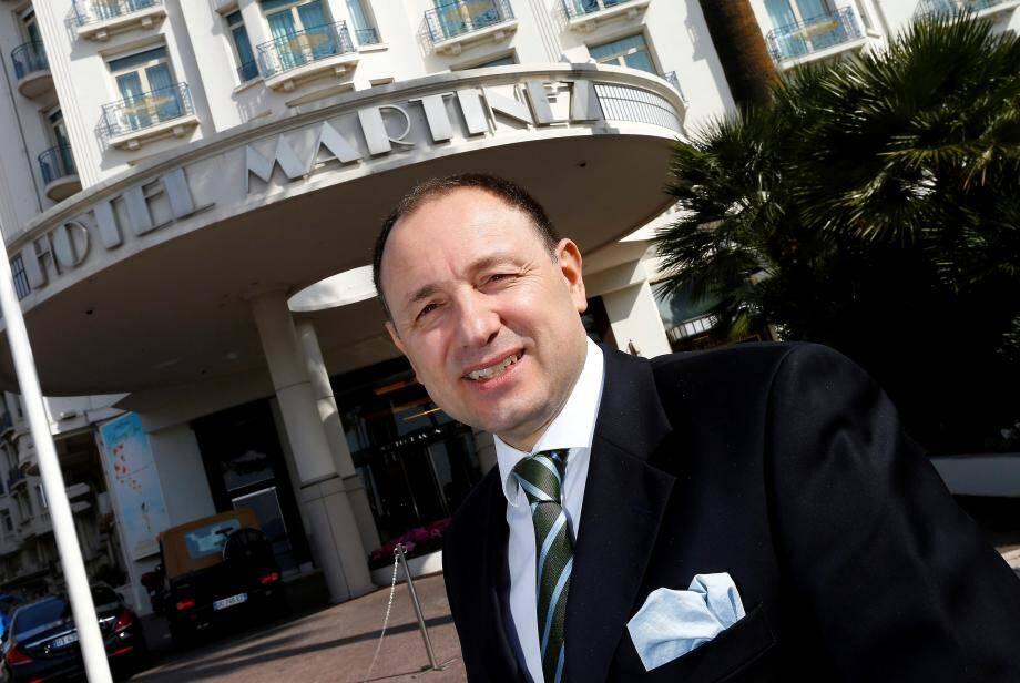 Alessandro Cresta, DG du cinq étoiles cannois, qui a pour objectif de  supprimer le plus de plastique possible dans l'hôtel.