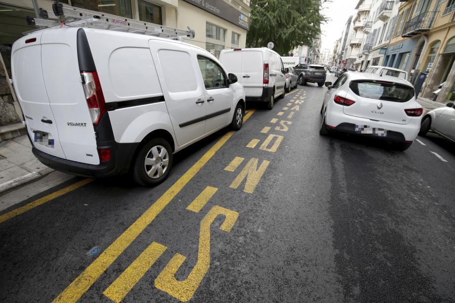 Les automobilistes peuvent s'y garer de midi à 4 heures du matin, tous les jours.