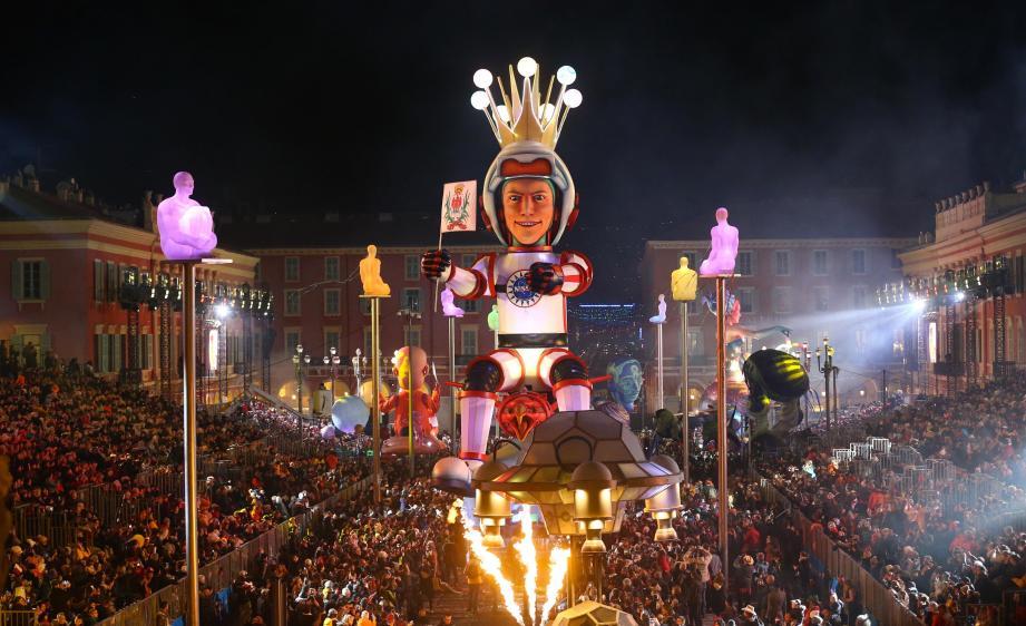 Lors de l'édition 2018 du carnaval de Nice, le roi de l'espace.