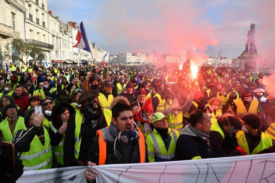 """Les manifestations """"ont été beaucoup plus urbaines"""" et """"si la plupart d'entre elles se sont bien passées, il y a eu quand même en fin de manifestations de nombreuses provocations, de nombreuses agressions"""", a dénoncé Christophe Castaner."""