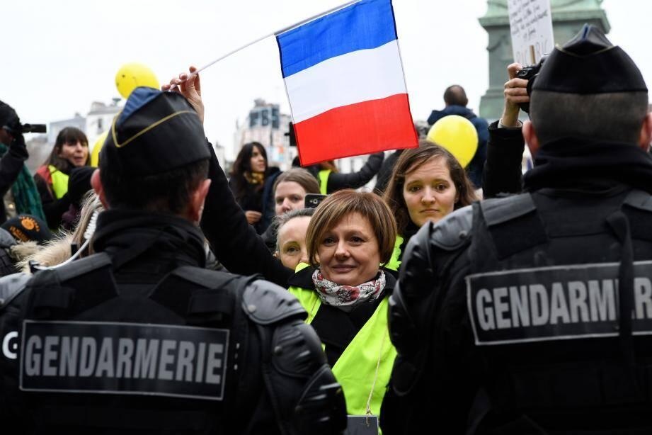 Des manifestantes à Paris ce dimanche 6 janvier.