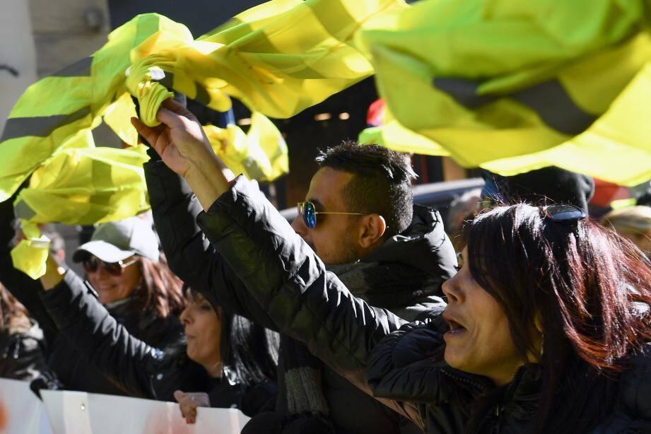 Des manifestants à Marseille, samedi 5 janvier.