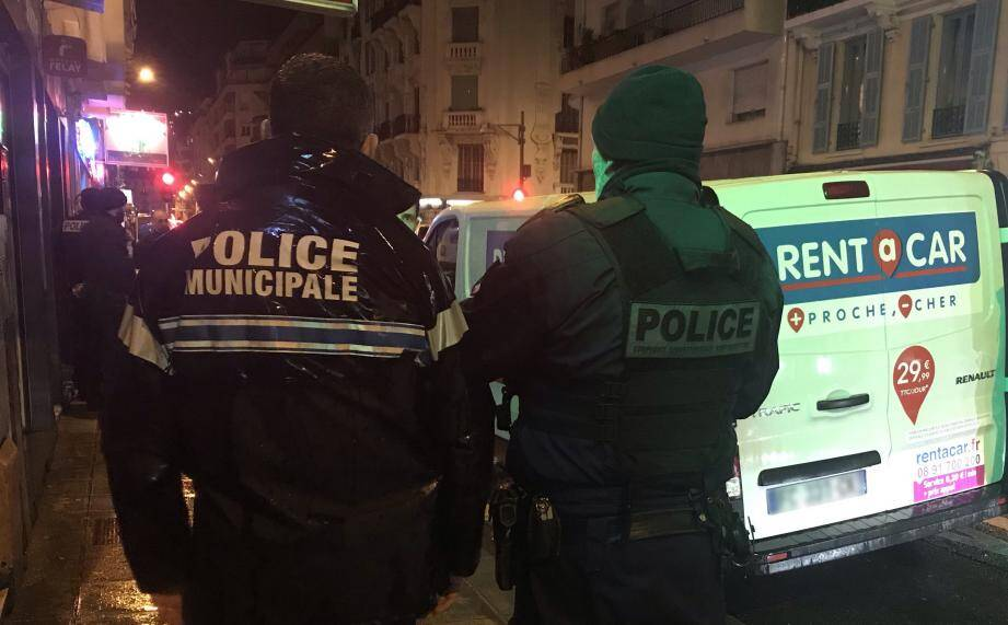 85 agents de polices mais aussi des Impôts, du ministère du Travail, de la PAF, de l'Ursaff et de la douane étaient mobilisés.