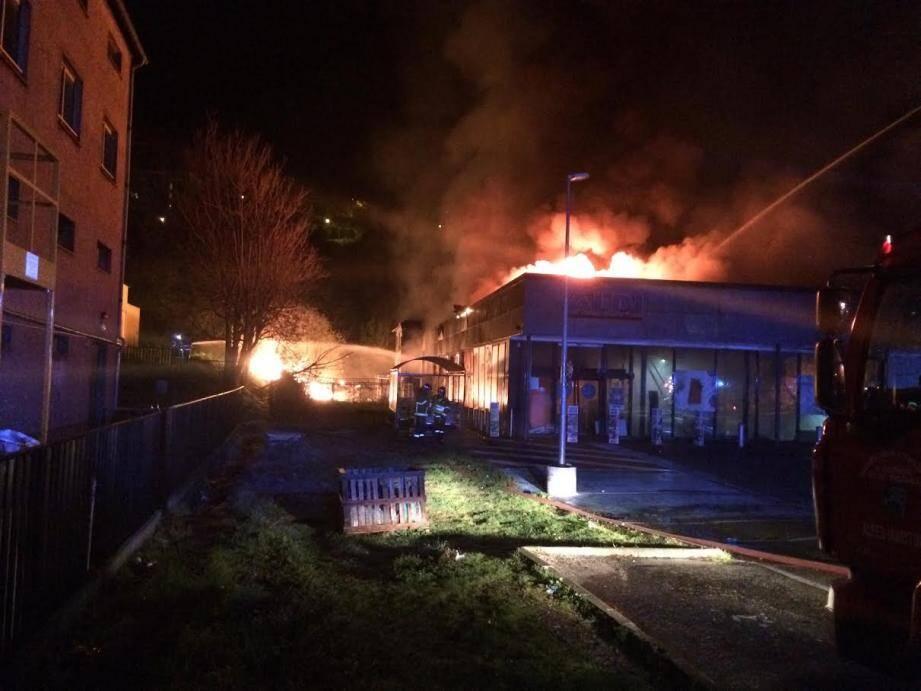 Deux employées auraient été soufflées par une explosion en allumant la lumière.