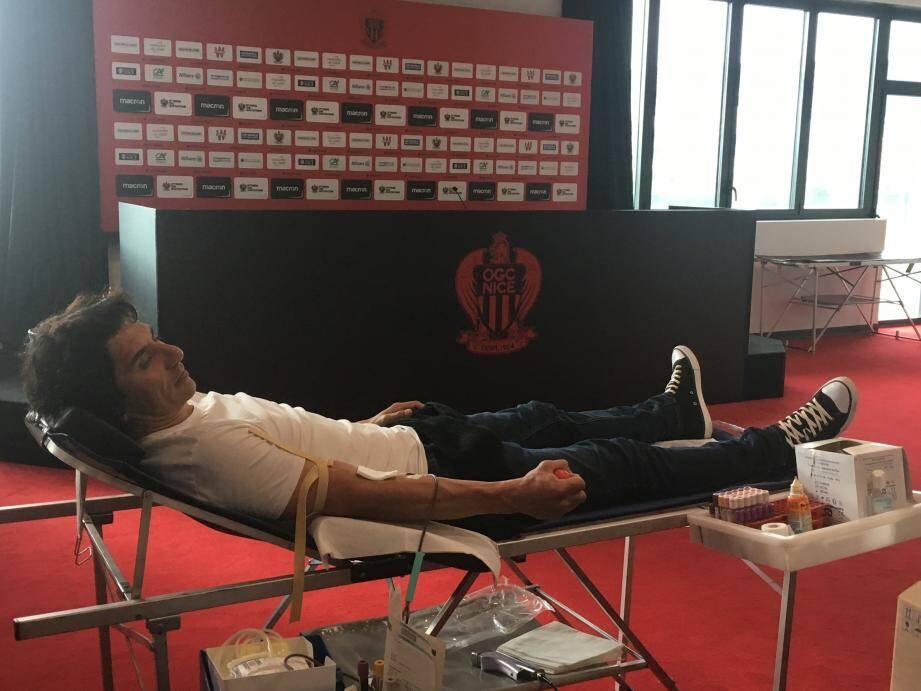 """""""Pablito"""" Rodriguez, Aiglon de 1998 et 2003 s'est mobilisé hier pour la collecte de sang organisé par son ancien club."""