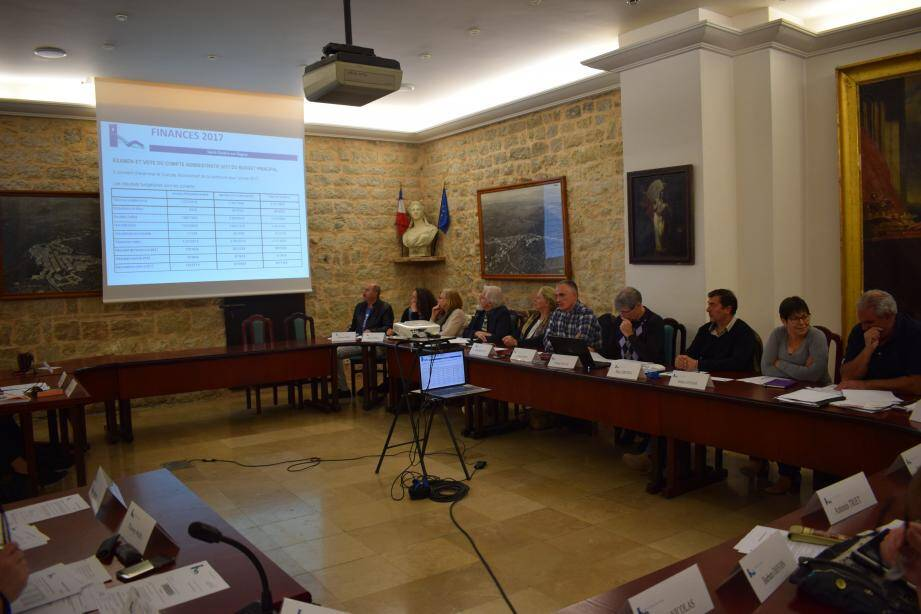 Le conseil municipal a abordé la convention passée avec la fondation 30 Millions d'Amis. La commune s'engagera à verser une participation à hauteur de 50% des frais, soit 1 400 euros.