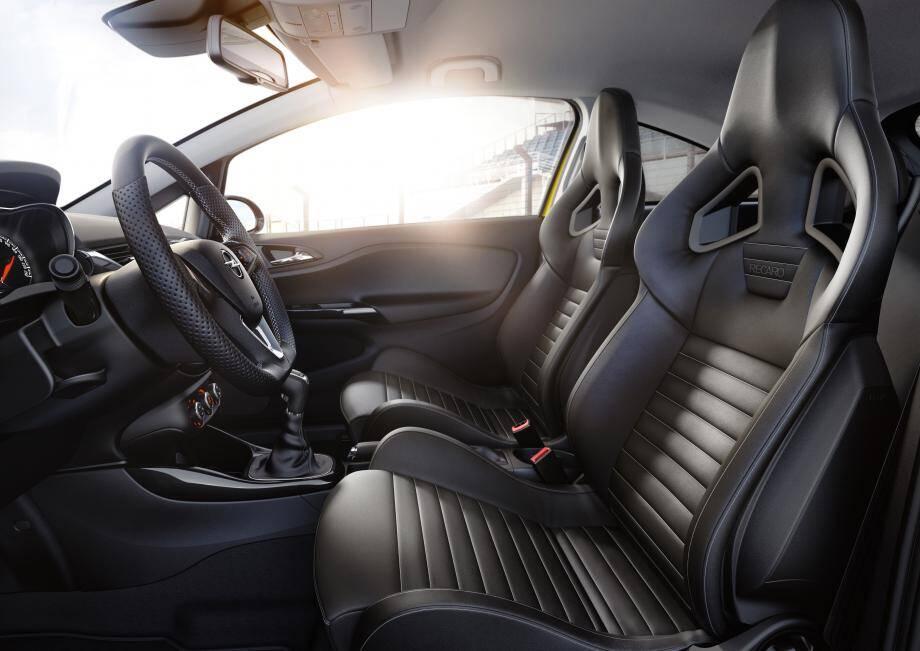 Faire l'impasse sur ces superbes sièges de la marque Recaro (en cuir, réglables en hauteur et chauffants) serait un sacrilège ! Option : 2 050 €.
