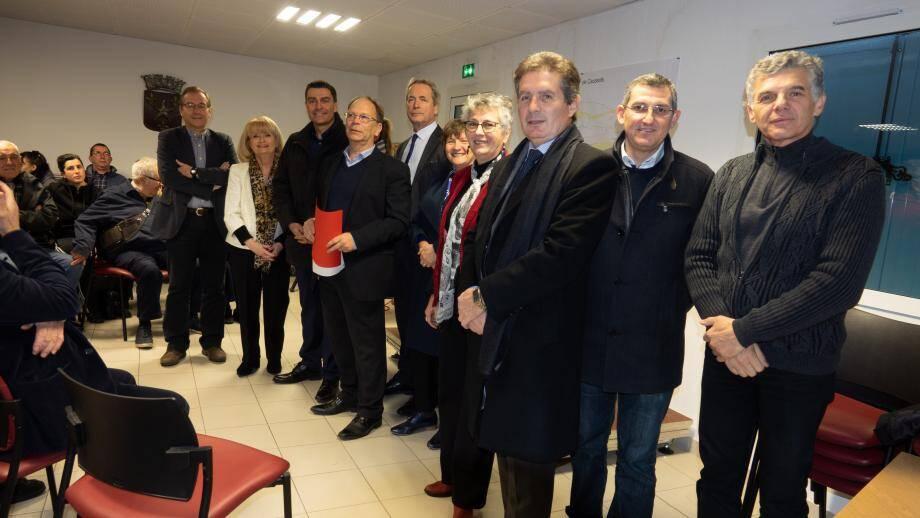 Le maire Gilbert Hugues, dossier rouge en main, a présenté ses vœux en présence des élus de la CASA et CAPG.