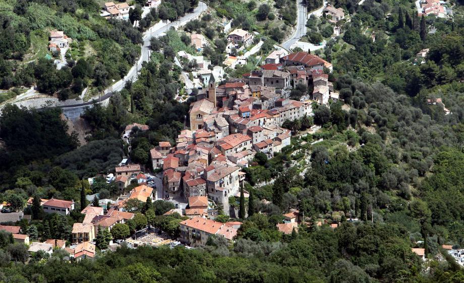 De nombreux villages comme celui de Gorbio ont fait appel à la Fondation du patrimoine. De haut en bas : Jacques Joncour et Jean-Louis Marques, délégués départementaux de l'organisme privé.