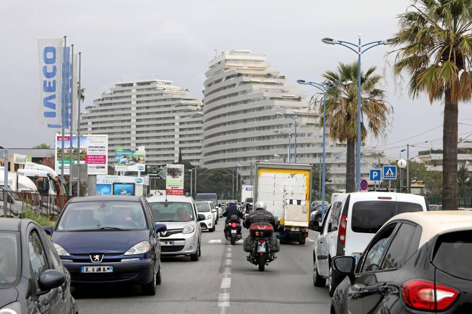 La mythique nationale 7 traversée par un tramway ou un bus en site propre? C'est le projet du maire de Villeneuve-Loubet pour fluidifier le trafic, endiguer la pollution et apporter une meilleure qualité de vie aux habitants du quartier.