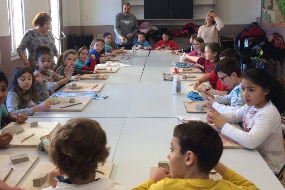 Démarés par les enfants ce lundi 4 février, les ateliers de créations se termineront le jeudi 7 mars. Les œuvres seront ensuite exposées, du 6 au 14 avril, dans la salle des fêtes.