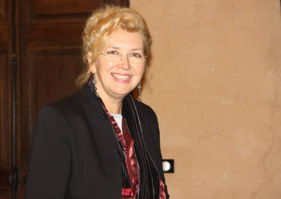 Elena Dolgouchine collabore avec le Festival d'art lyrique d'Aix.