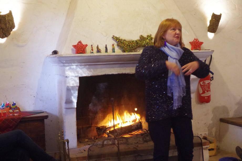 A la Bergerie Magnetto tout le monde était au chaud autour de la cheminée pour écouter les belles histoires de Martine.