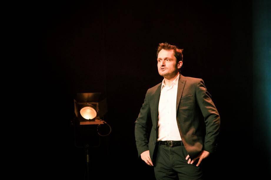 Olivier Stephan a décroché cet automne le prix du jury présidé par Pierre-Emmanuel Barré lors du tremplin du festival « Humour et Vin » à Bourges.