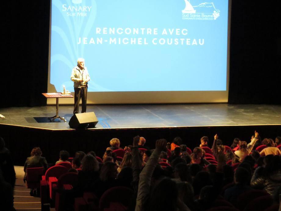 Jean-Michel Cousteau a littéralement fasciné plus de 600 élèves de Sud Sainte Baume.