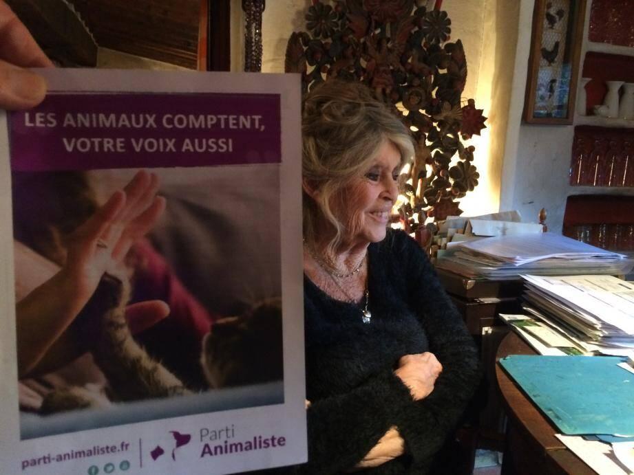 Brigitte Bardot confirme toutefois son soutien à 100 % au Parti Animaliste : « Je me suis peut-être mal exprimée, je ne serai pas sur la liste ».