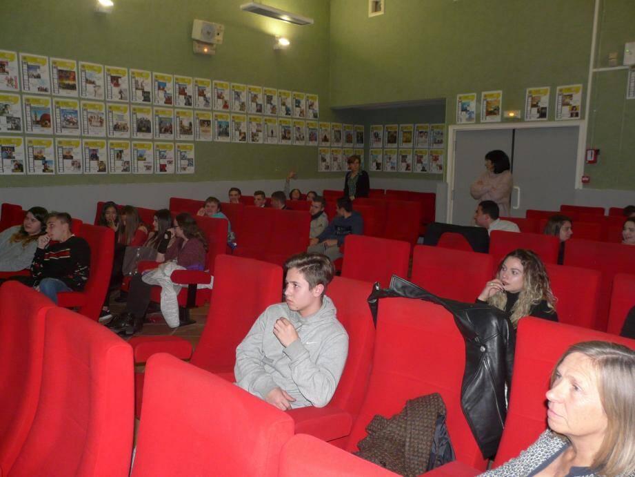 Les terminales ont suivi avec intérêt la réunion de prévention qui s'est tenue dans la salle Authié.