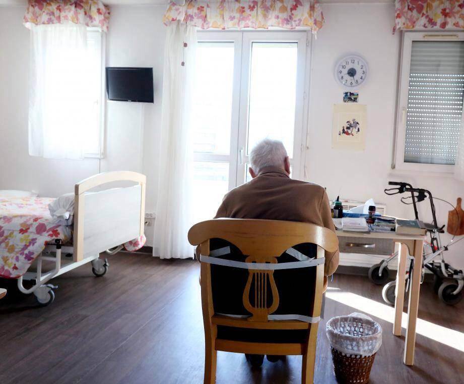 Logée au Luc, la Maison départementale des aidants coordonnée par Sylviane Macia (au centre) accueille de précieux ateliers comme ici celui dédié à la gestion du stress animé par une sophrologue.