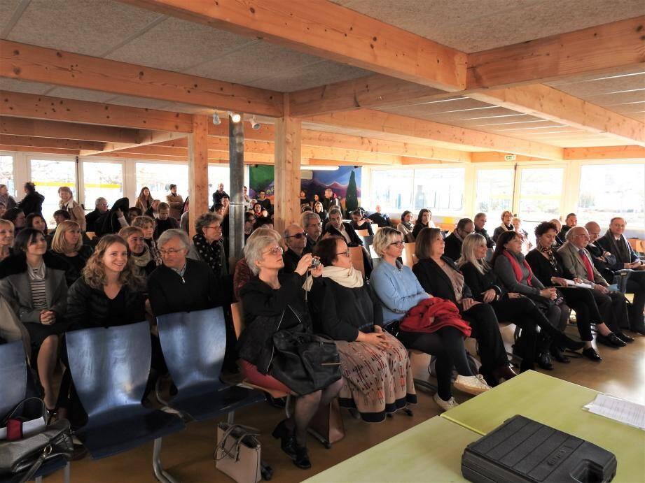 Marie-Noëlle Varlet (ci-dessous) a été honorée devant une assemblée où se trouvaient des membres du lycée Provence verte, d'anciens professeurs et élèves, ainsi que des élus.