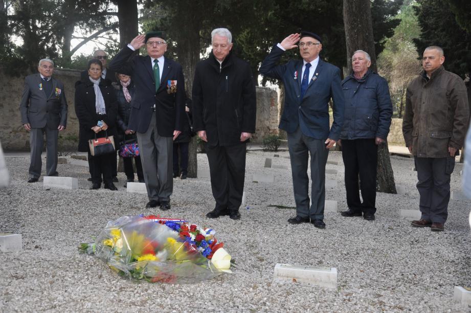 Jean-Pierre Poisson, président de l'Union nationale des combattants, et Jean Kuhlmann, conseiller aux affaires patriotiques de Saint-Mandrier, ont rendu hommage au poilu Victorio Belletrini.