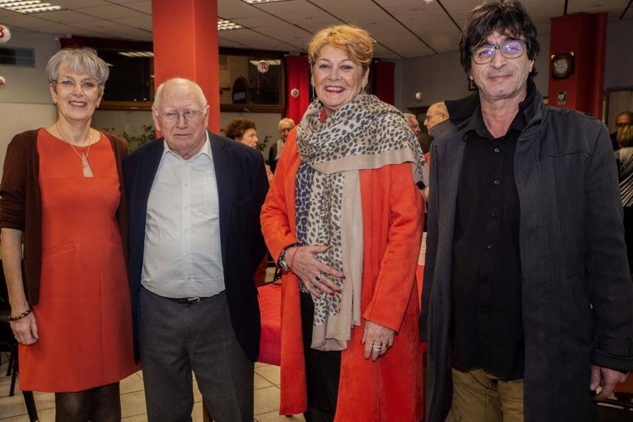 Le président Gérard Grassini  et la vice-présidente Michèle Ricoul du club de bridge avec Eliane Petit Présidente d'un fauteuil à la mer résidente et Thierry Ortega délégué général.