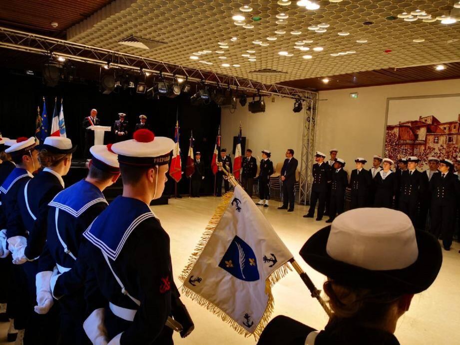 31 jeunes apprentis ont reçu le fanion à la préparation militaire marine « Amiral Nomy ».