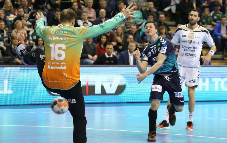 Encore auteur de sept buts hier, ce « Renard » de Lindberg a rappelé qu'il était meilleur buteur de l'EHF la saison dernière.