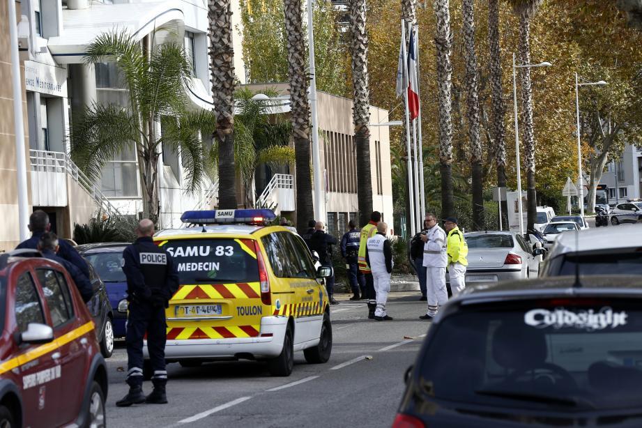 À 10 h 30, jeudi 29 novembre 2018, confinement et périmètre de sécurité étaient dressés dans le quartier de La Rode, à Toulon.